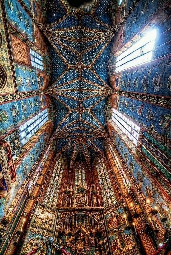 stmarys-basilica-krakow-poland